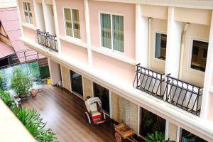 Aiyaree-Place-Hotel-Pattaya-Thailand-Building.jpg