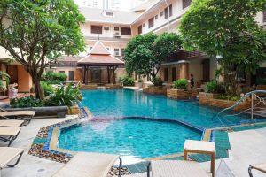 Aiyaree-Place-Hotel-Pattaya-Thailand-Pool.jpg