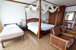 Aiyaree-Place-Hotel-Pattaya-Thailand-Room.jpg