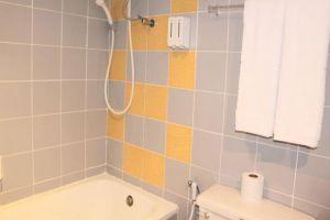 Angket-Hip-Residence-Pattaya-Thailand-Bathroom.jpg