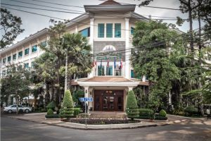 Angkor-Holiday-Hotel-Siem-Reap-Cambodia-Exterior.jpg