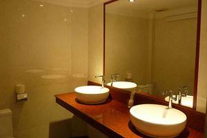 Angkor-International-Hotel-Phnom-Penh-Cambodia-Bathroom.jpg