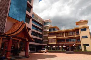 Anoulack-Khen-Lao-Hotel-Xieng-Khouang-Laos-Entrance.jpg