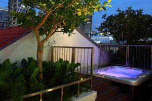 Arcadia-Hotel-Kallang-Singapore-Jacuzzi.jpg