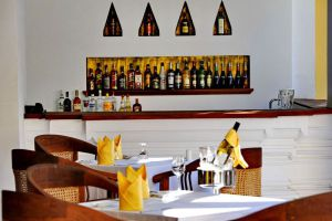 Areindmar-Hotel-Bagan-Mandalay-Myanmar-Bar.jpg