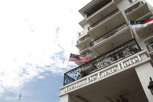 Arenaa-Deluxe-Hotel-Melaka-Entrance.jpg