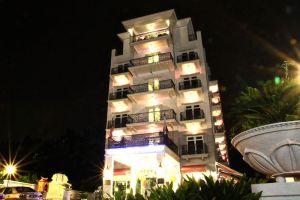 Arenaa-Deluxe-Hotel-Melaka-Overview.jpg