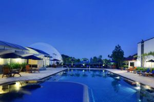 Aryaduta-Hotel-Bandung-Indonesia-Pool.jpg