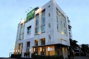 Astera-Sathorn-Hotel-Bangkok-Thailand-Facade.jpg