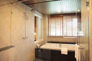 Avalon-Beach-Resort-Pattaya-Thailand-Bathroom.jpg