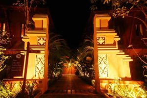 Baan-Amphawa-Resort-Spa-Samut-Songkhram-Thailand-Entrance.jpg