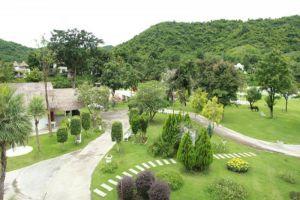 Baan-Aom-Kod-Kun-Kao-Resort-Rachaburi-Thailand-Garden.jpg