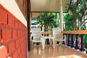 Baan-Rom-Mai-Resort-Samui-Thailand-Terrace.jpg
