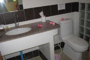 Baan-Saen-Sook-Villas-Samui-Thailand-Bathroom.jpg