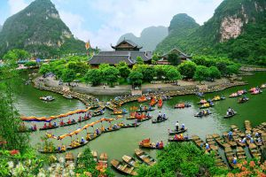 Bai-Dinh-Temple-Ninh-Binh-Vietnam-005.jpg