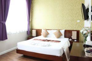 Baiyoke-Ciao-Chic-Modern-Hotel-Chiang-Mai-Thailand-Room.jpg