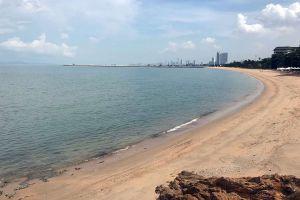 Ban-Amphur-Beach-Chonburi-Thailand-05.jpg