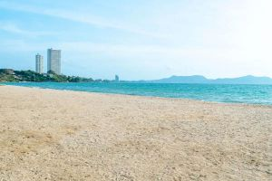Ban-Amphur-Beach-Chonburi-Thailand-06.jpg
