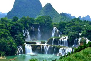 Ban-Gioc-Waterfall-Cao-Bang-Vietnam-001.jpg