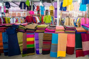 Ban-Ton-Tan-Floating-Market-Saraburi-Thailand-04.jpg