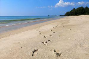 Bang-Sak-Beach-Phang-Nga-Thailand-02.jpg