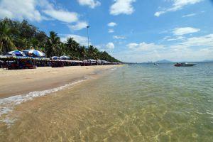 Bangsaen-Beach-Chonburi-Thailand-01.jpg