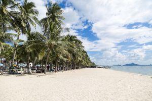Bangsaen-Beach-Chonburi-Thailand-02.jpg