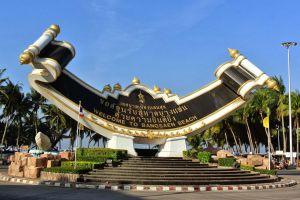 Bangsaen-Beach-Chonburi-Thailand-03.jpg