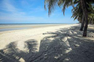 Bangsaen-Beach-Chonburi-Thailand-07.jpg
