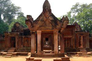 Banteay-Srei-Siem-Reap-Cambodia-004.jpg