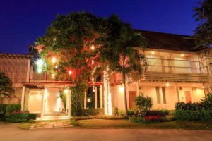 Belle-Villa-Hotel-Mae-Hong-Son-Thailand-Building.jpg