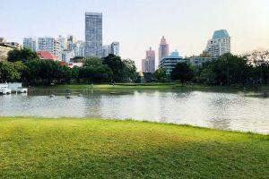 Benchasiri-Park-Bangkok-Thailand-01.jpg