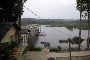 Bera-Lake-Pahang-Malaysia-004.jpg