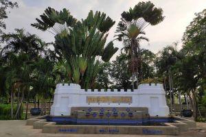 Bhumirak-Chaloem-Phrakiat-Park-Nonthaburi-Thailand-06.jpg