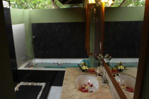 Bhumiyama-Beach-Resort-Koh-Chang-Thailand-Bathroom.jpg