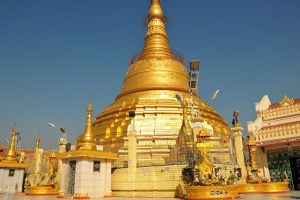 Botahtaung-Pagoda-Yangon-Myanmar-001.jpg