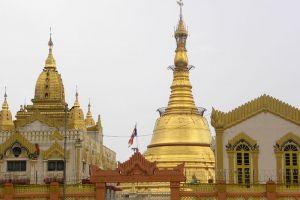 Botahtaung-Pagoda-Yangon-Myanmar-002.jpg
