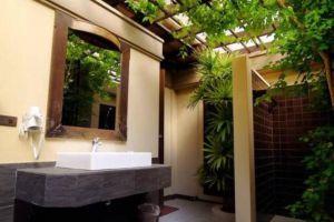 Botany-Beach-Resort-Pattaya-Thailand-Bathroom.jpg