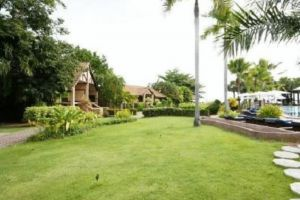 Botany-Beach-Resort-Pattaya-Thailand-Garden.jpg
