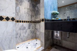 Buddy-Lodge-Hotel-Bangkok-Thailand-Bathroom.jpg