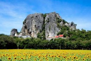 Bueng-Sam-Phan-Petchaboon-Thailand-01.jpg