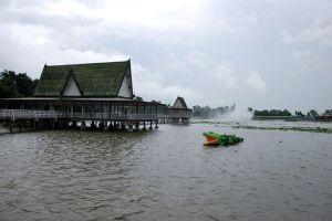 Bueng-Si-Fai-Phichit-Thailand-04.jpg