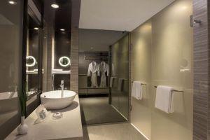 Carlton-Hotel-Marina-Bay-Singapore-Bathroom.jpg