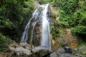Chaloem-Phra-Kiat-Ro-Kao-Waterfall-Yala-Thailand-01.jpg