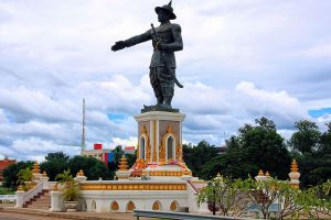 Chao-Anouvong-Park-Vientiane-Laos-001.jpg