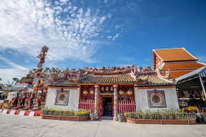 Chao-Mae-Soi-Dok-Mak-Chinese-Shrine-Ayutthaya-Thailand-03.jpg