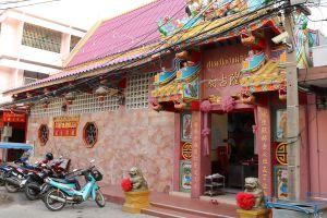 Chao-Pho-Mae-Klong-Shrine-Samut-Songkhram-Thailand-04.jpg