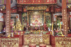 Chao-Pho-Mae-Klong-Shrine-Samut-Songkhram-Thailand-06.jpg