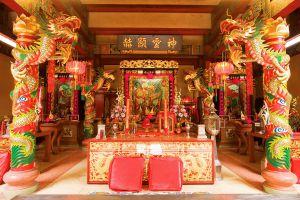 Chao-Por-Chao-Mae-Na-Pha-Shrine-Nakhon-Sawan-Thailand-02.jpg