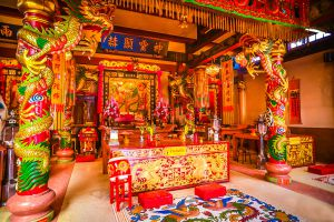 Chao-Por-Chao-Mae-Na-Pha-Shrine-Nakhon-Sawan-Thailand-03.jpg
